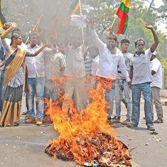 रजनीकांत राजनीति में अभी आए नहीं और राजनीति सच में उनके दरवाज़े तक पहुंच गई