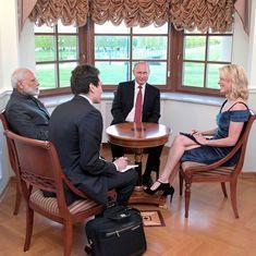प्रधानमंत्री नरेंद्र मोदी विदेशों में इंटरव्यू देते हैं लेकिन अपने देश में क्यों नहीं?