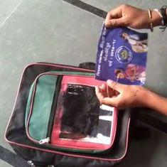 अपने स्कूलों में अखिलेश यादव की फोटो लगे बैग बंटने से गुजरात सरकार हैरान