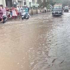 Heavy rains in Mumbai lead to waterlogging in many places, local train services delayed