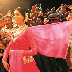 Picture the song: 'Aankhon Mein Teri' too has a double role in 'Om Shanti Om'