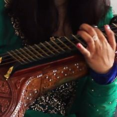 Watch: A sublime cover of AR Rahman's 'Saarattu Vandiyila' by a Germany-based veena player