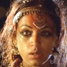Picture the song: Shobhana is haunted and haunting in 'Manichitrathazhu'