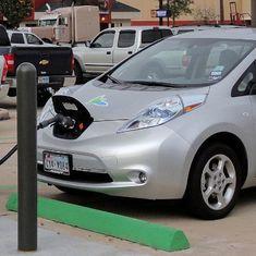 केंद्रीय मंत्रियों के लिए जल्द ई-कार सहित ऑटोमोबाइल सेक्टर से जुड़ी हफ्ते की तीन बड़ी खबरें