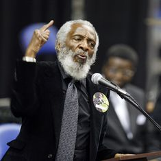 Legendary comedian and civil rights activist Dick Gregory dies at 84