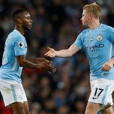 Sterling helps 10-man Manchester City rescue point, Wayne Rooney scores his 200th league goal