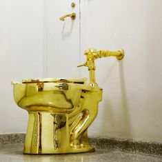 The 18-karat gold toilet is attracting hundreds of visitors waiting to take a luxurious leak