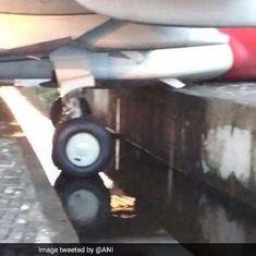 केरल : एयर इंडिया का विमान नाली में घुसा, 102 यात्रियों को सीढ़ी के सहारे निकाला गया