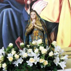 An old ritual of circulating Mary statuettes among homes is helping recession-hit Brazil heal