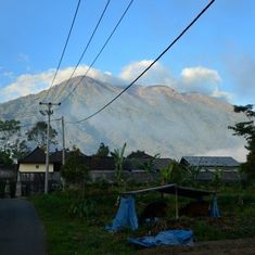 Indonesia: Thousands evacuated after highest-level alert for volcanic eruption in Bali
