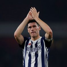 Gareth Barry breaks Ryan Giggs' record for most Premier League appearances