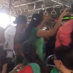 Watch these women happily dancing to a garba tune inside a packed Mumbai train