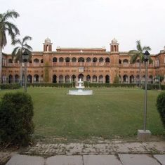AMU minority status: Supreme Court refers Centre's petition to seven-judge bench