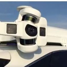 This video offers a glimpse into Apple's super secret self-driving car project (but that roof!)