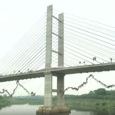 Watch the spectacular moment 245 people jumped off a bridge together