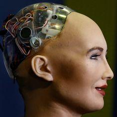सऊदी अरब रोबोट को नागरिकता देने के बाद सोशल मीडिया में निशाने पर क्यों है?