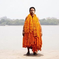 A stunning photo project from Kolkata captures the soft beauty of flower sellers