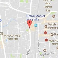 Mumbai: Traffic policeman tows car with woman and child inside