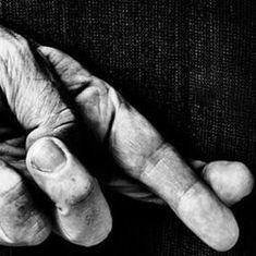 ज्यादातर लोग झूठ बोलते हुए नजरें क्यों नहीं मिलाते या असहज क्यों हो जाते हैं?