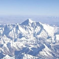 Watch this spectacular view of some of the highest peaks in the Himalayas from a plane