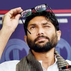 गुजरात के दलित विधायक जिग्नेश मेवानी को क्यों लग रहा है कि उनका एनकाउंटर हो सकता है?