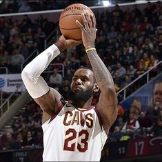 NBA round-up: LeBron James helps Cavaliers edge out Heat, Magic down Rockets