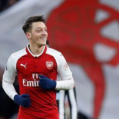 Emery hopes break from international football will help Ozil rediscover form in Arsenal