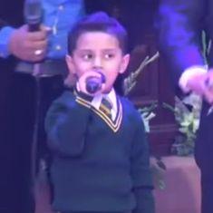 'शहीद सैनिक पिता' की याद में गाना गा रहे इस बच्चे की असलियत क्या है?