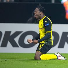 Europa League: Ozil scores in Arsenal's easy win, Batshuayi steals the game for Borussia Dortmund