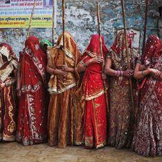 बुंदेलखंड के इस गांव में होली के दिन सिर्फ महिलाएं ही होली खेल सकती हैं