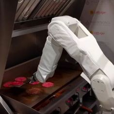Watch: This robotic burger-flipping chef cooks as well as any human, if not better