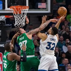 NBA: Celtics book playoff berth, Warriors rally despite losing Curry
