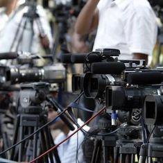 भारतीय लोकतंत्र के इतिहास में मीडिया ऐसा निर्लज्ज सत्ता-अनुयायी कभी नहीं हुआ
