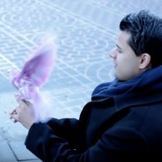 Watch: This magician surprises a homeless man by performing tricks to brighten his day