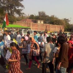 Delhi Police stop JNU students, teachers marching to Parliament to protest varsity's policies