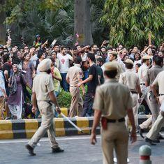 दिल्ली : पत्रकारों से बदसलूकी के मामले में दो पुलिसकर्मी सस्पेंड