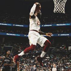 LeBron James matches Michael Jordan's 886-game double-digit scoring streak as Cavs win 118-105