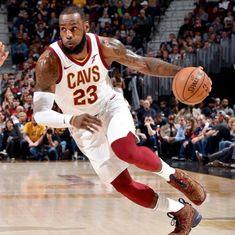 NBA: LeBron James' 942nd 20-point game helps Cavaliers down Raptors