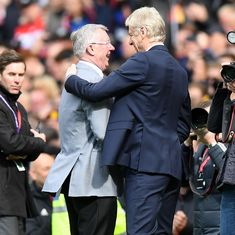 Watch: Ferguson welcomes Wenger with a gift on his final visit to Old Trafford