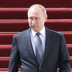 Russia: Vladimir Putin imposes penalties for insults to state symbols, publishing 'fake news'
