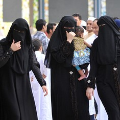 Saudi Arabian women should not be forced to wear an abaya in public, says top cleric