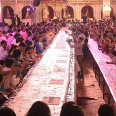 गुजरात : प्रधानमंत्री नरेंद्र मोदी के 68वें जन्मदिन पर 6800 किलो का केक काटा गया