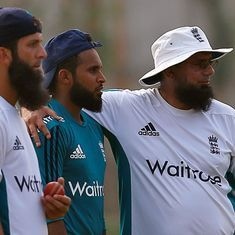 Saqlain Mushtaq signs two-year deal as England's spin-bowling consultant