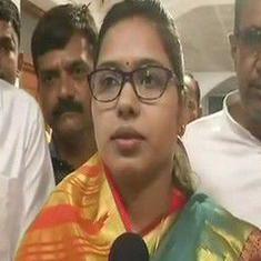 उत्तर प्रदेश : महिला विधायक के दर्शन करने के बाद गंगाजल से मंदिर का शुद्धिकरण कराया गया