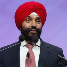 Canada cabinet minister says he was told to remove turban at Detroit airport, US apologises
