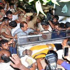 Why did the AIADMK government try to deny Karunanidhi a burial spot on the Marina Beach?
