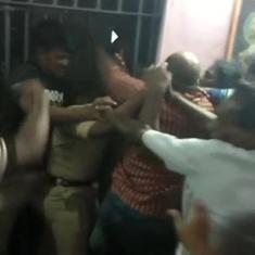आंध्र प्रदेश : दलितों के कथित उत्पीड़न से गुस्साई भीड़ थाने में घुसी, पुलिसकर्मियों को पीटा