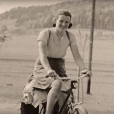 Dervla Murphy: The woman who traveled alone by cycle from Ireland to India 55 years ago