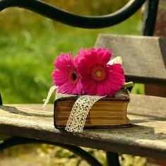 पुस्तकें न पढ़ने वालों में से ज्यादातर समझ नहीं पाते कि हम ही वे हैं और वे भी हम हैं