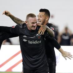 Wayne Rooney scores first goal for DC United, leaves the match with broken nose